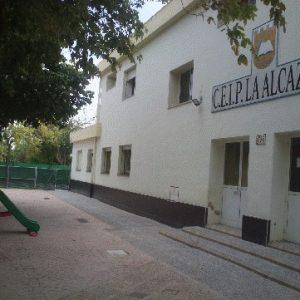 La comunidad educativa del CEIP La Alcazaba denuncia el grave deterioro de los accesos peatonales al centro